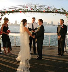 Treat your guests to a cruise around the bay, with a unique wedding on a yacht with Hornblower Cruise.  #sanfrancisco #wedding