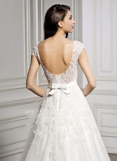 A-Line/Princess Scoop Neck Court Train Satin Tulle Lace Wedding Dress With Bow(s) (002056944)