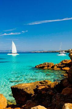 Cala Saona (Formentera): una pequeña cala con vistas a Ibiza