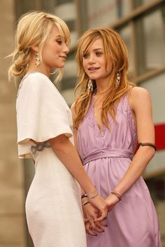 Mary-Kate Olsen and Ashley Olsen Ashley Mary Kate Olsen, Ashley Olsen Style, Olsen Twins Style, Elizabeth Olsen, Ashley Olsen Hair, Olsen Sister, Girl Crushes, Fashion Beauty, Color Fashion