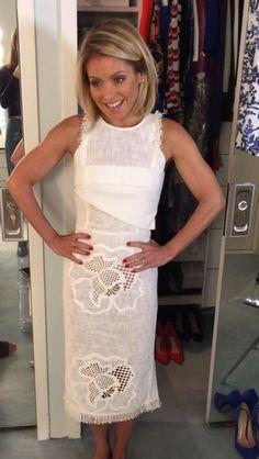 Kelly Ripa in a Roland Mouret dress! Star Fashion, Fashion Outfits, Cali Fashion, Fashion Trends, Kelly Ripa Hair, Kelly Fashion, Dress Skirt, Dress Up, Pretty Dresses