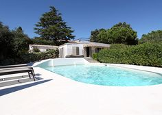 Villa Nikki, Epi Plage | A beautiful modern villa just a 400 meters walk from the famous beaches of Pamplonne (Nikki Beach). Villa Nikki was completely renovated in June 2010 | 10 Persons, 5 Rooms, Close to the beach.