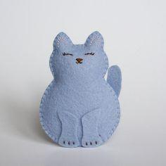 Facile à faire avec les enfants. Little Cornflower Blue Wool Felt Cat Softie by littlegreymittens,