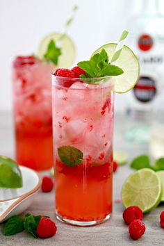 Along with margarita, mojito is a perfect cocktail for parties in the summer time. These ingredients makes mojito refreshing and flavorf Mojito Party, Mojito Cocktail, Raspberry Mojito, Blueberry Mojito, Raspberry Hair, Raspberry Cobbler, Raspberry Plants, Raspberry Cheesecake, Pomegranate Cocktails