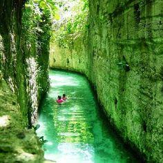 いつか行ってみたい!メキシコの泳いで探検できる有名な古代遺跡が神秘的!