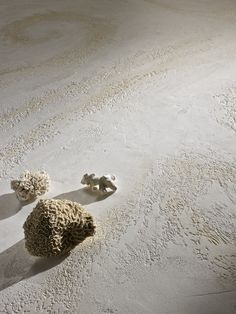 Novacolor's Marmur Fine Moon effect enriched with the metallic shades of Cera Wax GoldMica and Dune Silver.