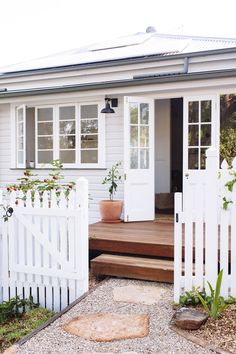 We converted the daggy back door into a bright and fresh entry in this Federation Cottage Renovation Cottage House Designs, Cottage Homes, Exterior Design, Interior And Exterior, Architecture Renovation, Weatherboard House, Queenslander House, Cottage Renovation, House Renovations