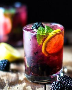It's Monday and you deserve it! Blackberry Lemon GIN AND TONIC!