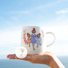 """Sol DecoHogar compartió una publicación en Instagram: """"❤ . . . . . #SolDecoHogar #lozailustrada #pintadoamano #pebeoart #pebeo #porcelaine150 #chile…"""" • Sigue su cuenta para ver 1,491 publicaciones. Deco, Chile, Mugs, Tableware, Instagram, Sun, Home, Dinnerware, Cups"""
