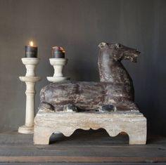 Uniek Houten paard op Sokkel