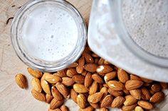 Homemade Amandelmelk | amandelen, water en vanille stokje