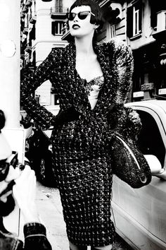 Power Dressing - Vogue Style Tips Vogue Fashion, Fashion Models, Vogue Uk, Woman Fashion, Power Dressing Women, Black And White Models, Fancy Suit, Mario Testino, Classy Women