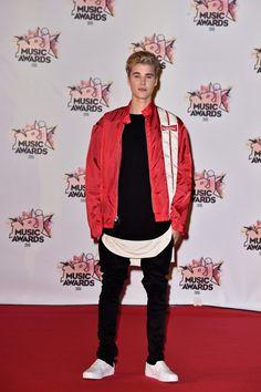 Pin for Later: Stars Françaises et Stars Internationales Se Mélangent Lors des NRJ Music Awards Justin Bieber