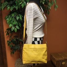 RELIC PURSEPRICED TO SELL Pretty yellow relic bag that has some imperfections from being loved❤️See last pics of wear.. Relic Bags
