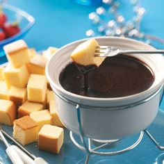 Need fondue recipes? Get great tasting desserts with fondue recipes. Taste of Home has lots of dessert recipes for fondue including chocolate fondue recipes, cheese fondue recipes, and more fondue recipes and ideas. Carmel Chocolate, Chocolate Caramels, Chocolate Peanut Butter, Chocolate Heaven, Chocolate Cake, Fondue Cake, Fondue Party, Fondue Recipes, Dulce De Leche