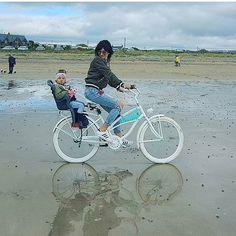 Un paseo de mama + hija ❤ en la bicicleta personalizada @favoritebike ✌ de la marca #plumbike . Disponible solo en nuestra tienda online WWW.FAVORITEBIKE.COM #favoritebike #mama #hija #niña #baby #beauty #diseño #buenosdias #bicycle #ciclismo #paseo #freetime #familytime #love #motherlove #picoftheday #autumn #brunette #fashiongirl #fashionbaby #sea #views #traveling #mylove #memories #nature #biciclasica #beachcruiser #tiendaonline