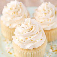 Homemade Vanilla Cupcakes, Buttermilk Cupcakes, Moist Vanilla Cupcakes, Vanilla Cupcake Frosting, Vanilla Cupcake Recipes, Vanilla Desserts, Frost Cupcakes, Nutella, Cupcake Recipes From Scratch