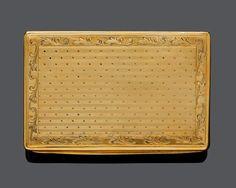 GOLD-DOSE, um 1950. Gelbgold, 94g. Rechteckige guillochierte Dose, im Stil des 19. Jh., Deckel und B