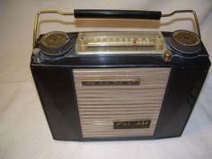 Sony TFM-151 Worlds 1st AM/FM transistor radio