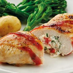 quark tomato basil stuffed chicken breasts - add a tomato sauce to serve with. Also good with a quark and spinach stuffing. Quark Recipes, Ww Recipes, Chicken Recipes, Cooking Recipes, Healthy Recipes, Recipies, Cheese Dishes, Slimming World Recipes, Dinner Dishes