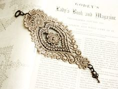 lace bracelet cuff -AGHNA- taupe