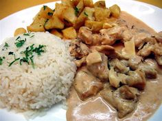 Strogonoff de Carne....Pode ser de Frango/Camaron. Veja aqui: http://www.receitabrasil.com/receita-de-strogonoff-de-carne