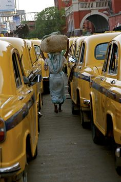 Taxis in India Big Yellow, Shades Of Yellow, Places Around The World, Travel Around The World, Spiritual People, Visit India, India Tour, We Are The World, World View