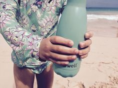S'well : une bouteille pour garder les liquides chauds ou froids Parents, Stainless Steel, Tips And Tricks, Bottle, Kid, Travel, Fathers, Raising Kids