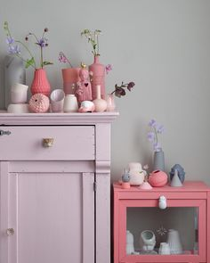 No photo description available. Pastel Home Decor, Diy Home Decor, Pastel Interior, Teen Room Decor, Bedroom Decor, Murs Beiges, Pink Bedroom For Girls, Quirky Kitchen, Furniture Inspiration