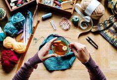 Big Knit Blanket, Jumbo Yarn, Hot Apple Cider, Big Knits, Use Of Plastic, String Bag, Cute Mugs, Knitted Bags, Yarn Colors