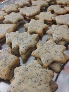 Makové linecké koláčiky Cookies, Baking, Desserts, Food, Basket, Crack Crackers, Tailgate Desserts, Deserts, Biscuits