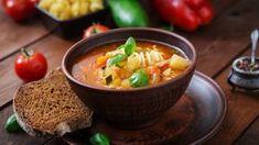 Ideal für Ihren Diätplan: Unsere leckere Suppe zum Abnehmen – mit viel Gemüse und sättigenden Vollkornnudeln. Hier geht's zum Rezept!