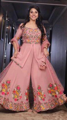 Party Wear Indian Dresses, Pakistani Fashion Party Wear, Designer Party Wear Dresses, Indian Gowns Dresses, Kurti Designs Party Wear, Dress Indian Style, Indian Fashion Dresses, Indian Designer Outfits, Party Dresses