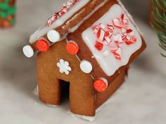It's the little things that make a holiday party. Simply Orange Juice has an easy recipe for Mini Gingerbread Houses to get you in the holiday spirit.