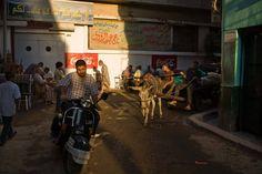 Drinking tea on the streets in Khan el-Khalili, Egypt. From www.kennethjarecke.com