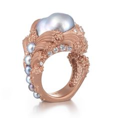 """Ornella Iannuzzi, collection """"The Abyss"""" : bague """"The Uprising"""" en or rose, diamants et perles"""
