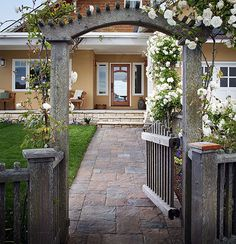 Walkway with large pavers from Belgard