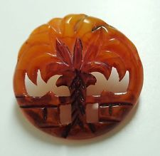 VINTAGE BAKELITE CARVED AND PIERCED PICTURE BUTTON PALM TREE NEAR WALL