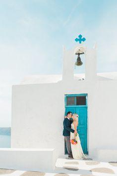 Santorini elopement. Event Planning: Tie The Knot In Santorini | Floral Design: Betty Flowers. Photography: Anna Roussos - www.annaroussos.com