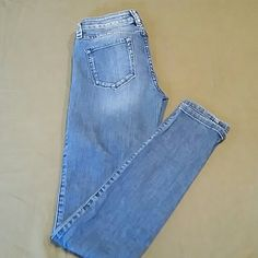 Guess skinny jeans Super cute light wash skinny jeans in great condition !!! Guess Jeans Skinny