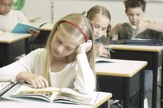 Classroom Freebies: Teaching Fiction and Non Fiction Reading Strategies in the Common Core Classroom: Four FREE PowerPoint presentations Teaching Reading Strategies, Comprehension Strategies, Reading Resources, Reading Skills, Teaching Ideas, Reading Comprehension, English Resources, Reading Response, Reading Centers