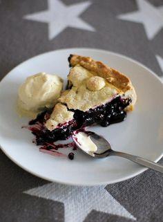 Mustikkapiirakoista mehevin on amerikkalainen Blueberry pie - Kiusauksessa - HS Finnish Recipes, Blueberry, Pie, Baking, Breakfast, Sweet, Desserts, Food, Finland