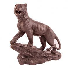 ESCULTURA EN BRONCE Tigre de bronce chino con peana, (con firma). Medidas.: 40 x 40 x 20 cm. (con peana).