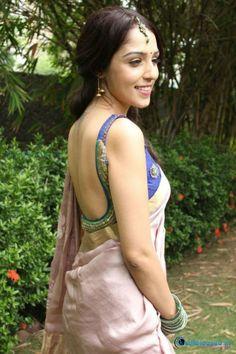 Kalyana Samayal Saadham Heroine Lekha Washington in Saree Hot Gallery.. Visit http://www.justreleased.in/celebrity/lekha-washington-saree-photos/ for more