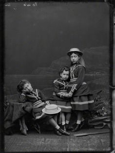 Daughters of King Edward VII:Princesses Louise, Maud and Victoria Queen Victoria Crown, Queen Victoria Prince Albert, Victoria And Albert, Princess Victoria, Maud Of Wales, Alexandra Of Denmark, Princess Louise, Victorian Life, King Edward Vii