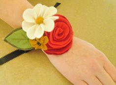 Felt Flower Wrist-let Corsage Felt Flowers, Diy Flowers, Fabric Flowers, Handmade Flowers, Flower Corsage, Wrist Corsage, Sewing Machine Presser Foot, Making A Bouquet, Silk Ribbon Embroidery