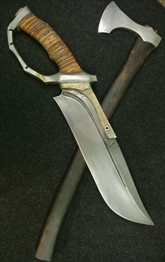 D-guard bowie with baltic axe Swords And Daggers, Knives And Swords, Evil Eye Art, Trench Knife, Specialty Knives, Outdoor Tools, Cool Knives, Fantasy Weapons, Tactical Knives