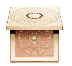 Palette Teint Odyssey de Clarins http://www.vogue.fr/beaute/shopping/diaporama/palettes-signees/10901/image/650806#palette-teint-odyssey-de-clarins