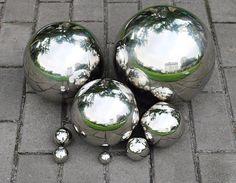 Dekoracyjne kule ogrodowe, 3szt w zestawie, pięknie odbijający się otoczenie, świetnie pasują do naszego ogrodu, kule srebrne ogrodowe wykonane są z doskonałej jakości materiałów.