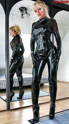 Sexy Latex, Fetish Fashion, Latex Fashion, Women's Fashion, Sexy Stiefel, Mode Latex, Latex Costumes, Latex Corset, Latex Lady